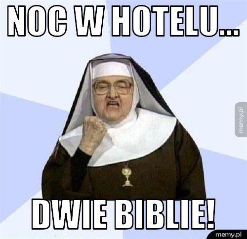 Noc w hotelu... dwie biblie!