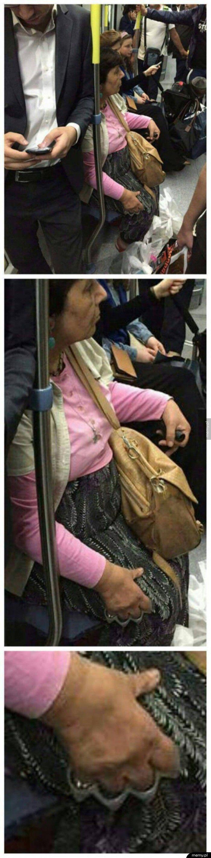 Starsza Pani w rosyjskim metrze