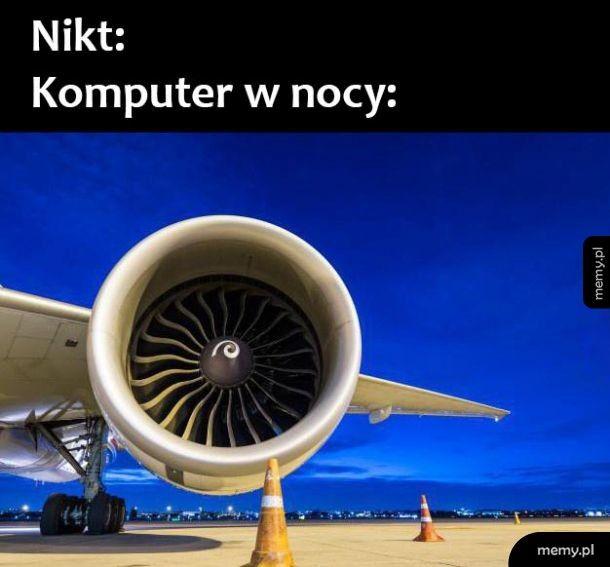 Komputer w nocy