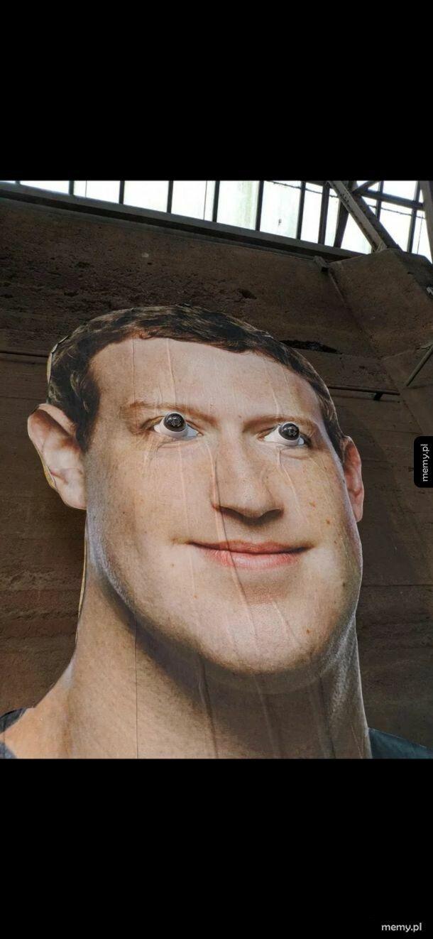 Zuckerberg patrzy