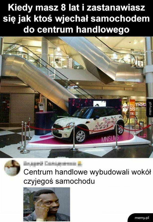 Samochód w centrum handlowym