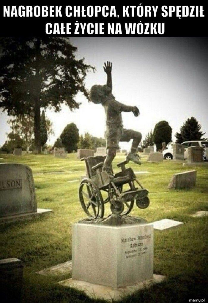 Nagrobek chłopca, który spędził całe życie na wózku