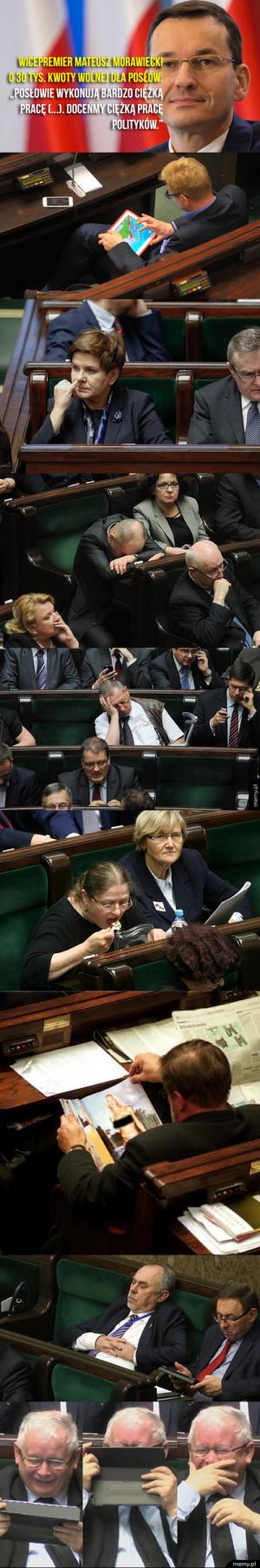 Ciężka praca polskich posłów