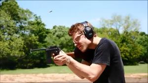 Jak przemycić pistolet