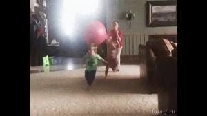 Zabawa z młodszym rodzeństwem