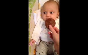 Pierwszy raz zobaczył ciasteczko