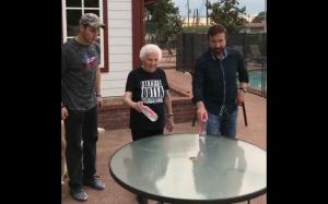 Babcia pokonała Chucka Norrisa