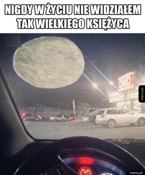 Olbrzymi księżyc