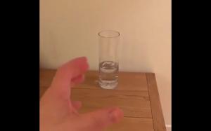 Mała szklana wody