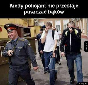 Pan śmieszek policjant