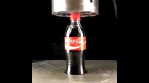 Cola vs prasa hydrauliczna