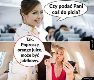 Blondynka w samolocie