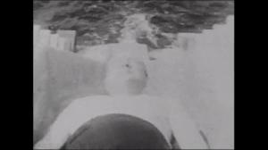 Wspaniały moment w historii: Winston Churchill zatapia niemiecki niszczyciel na wybrzeżu Norwegii 1942 roku.
