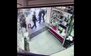 Policja pomaga sprzątać sklep