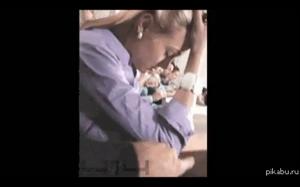 Jak obudzić koleżanke na zajęciach