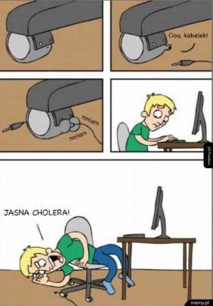 Krzesła jedzą kable