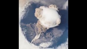 Erupcja wulkanu z lotu ptaka