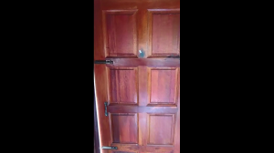 Co kryje się za drzwiami?