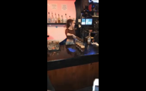 Gorąca barmanka