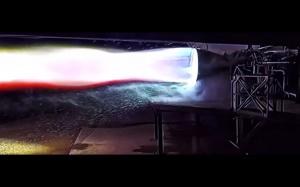 Silnik statku kosmicznego w zwolnionym tempie