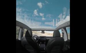 Tesla Model Y ze szklanym dachem