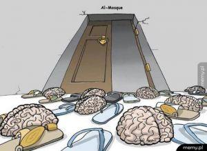 Przed meczetem