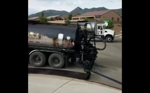 Wylewanie nowego asfaltu