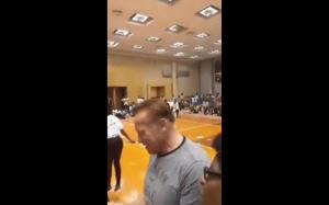 Arnold Schwarzenegger został zaatakowany podczas wizyty w Afryce