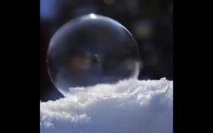 Bańki na śniegu