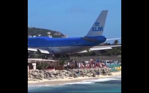 Co może się wydarzyć, gdy stoisz za samolotem