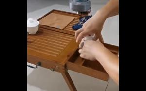 Praktyczny stolik na herbatę