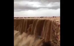 Wodospad piasku w Arabii Saudyjskiej