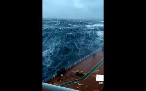 Statek podczas sztormu