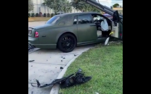 Rolls Royce vs słup