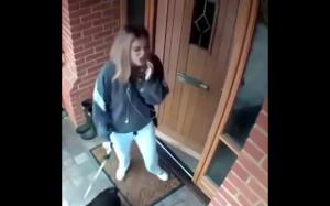 Nie zdążyła nawet zamknąć drzwi