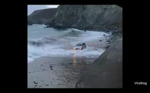 Tak się kończy parkowanie na plaży