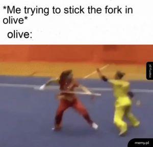 Widelec i świeża oliwka
