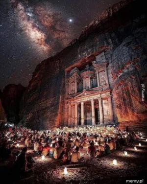 Droga Mleczna widoczna nad Petrą, Jordania