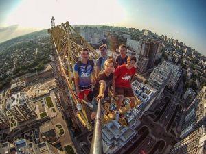 Najbardziej ekstremalne selfie w sieci. Rosja wypowiada im wojnę