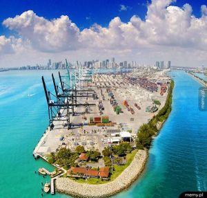 Port w Miami.