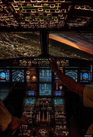 Kokpit samolotu.