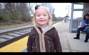 W oczekiwaniu na pierwszą przejażdżkę pociągiem
