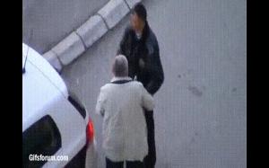 Policjant nie patrzy, teraz mam szanse!