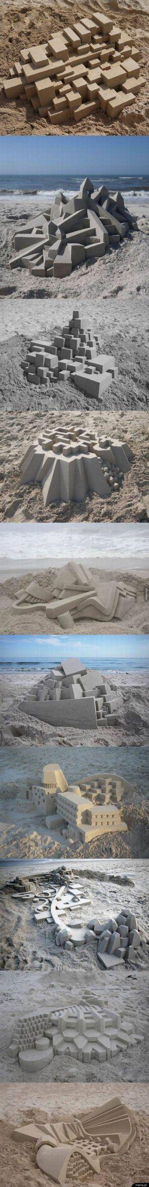 Pozostałości po wizycie architektów na plaży.