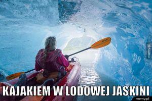 Kajakiem w lodowej jaskini