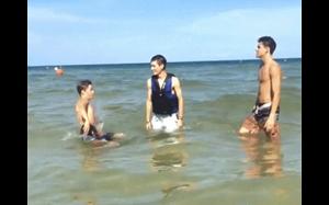 Jak przestraszyć kumpla w wodzie: