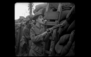 Charlie Chaplin jako snajper